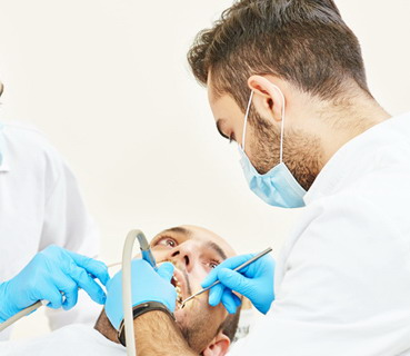Implantologas darbo metu